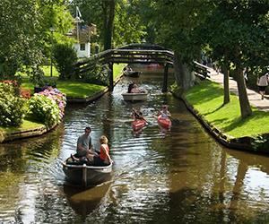 Group-private-Excursion-famous-Giethoorn-Holland-Incoming-touroperator-Holland-ZOYO-Travel.jpg
